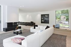 A new selection of high end contemporary houses by Alexander Cambron (architects Marc Corbiau and Bruno Erpicum).