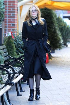 Elle Fanning - Grabs Lunch at Sweetgreen in SoHo Elle Fanning Style, Outfits and Clothes. Ellie Fanning, Dakota And Elle Fanning, Fanning Sisters, Elle Fashion, Fashion Outfits, Womens Fashion, Glam Rock, Elle Moda, Sweet Pictures