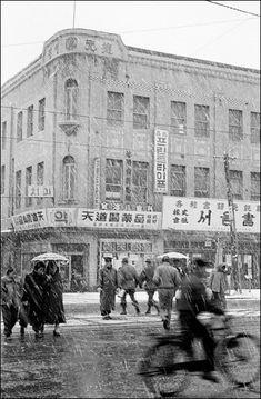 사진작가 임인식(林寅植)의 작품을 통해 본 그 때 그시절 : 네이버 블로그 Korean Picture, Korean Photo, Watercolor Mixing, Korean People, Historical Images, The Old Days, My Land, Old City, Old Pictures