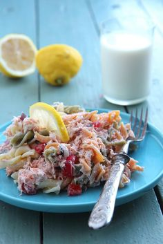 Savulohinen pastasalaatti   Maku Cooking Recipes, Healthy Recipes, Healthy Food, Some Recipe, Fodmap, Feta, Salads, Food And Drink, Favorite Recipes