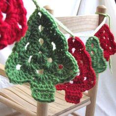 crochet Christmas tree garland - fallegir garland fyrir tréið eða glugga.