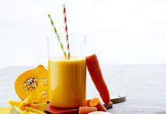 Hehkuvan oranssi mango-hokkaidokurpitsa-porkkanasmoothie.