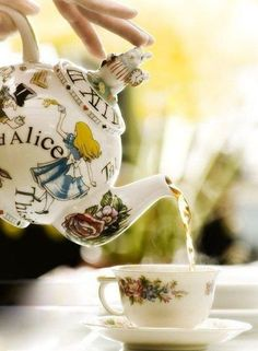 Tea Time (Alice in Wonderland Teapot) ~ Ana Rosa Alice In Wonderland Teapot, Wonderland Party, Party Set, Pause Café, Cuppa Tea, Teapots And Cups, Mad Hatter Tea, Madd Hatter, My Cup Of Tea