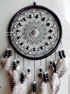 Fun & Entertaining: 11 Spring-tastic Easter Cake Ideas And Recipes Dream Catchers, Dream Catcher Craft, Dream Catcher Mobile, Los Dreamcatchers, Crafts To Make, Arts And Crafts, Medicine Wheel, Feather Art, Beautiful Dream