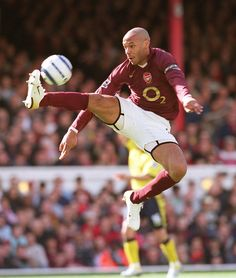 Stuart MacFarlane Henry Goal 1 Thierry Henry brings the ball down on his way to scoring his Arsenal's goal. Arsenal Fc, Arsenal Stadium, Arsenal Ladies, Arsenal Football, Football Icon, Football Soccer, Football Players, Football Pictures, Sports Pictures