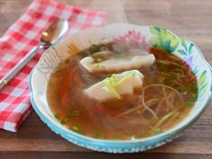 Get Speedy Dumpling Soup Recipe from Food Network Pioneer Woman Soups, Pioneer Women, Ravioli Soup, Asian Recipes, Healthy Recipes, Quick Recipes, Healthy Foods, Yummy Recipes, Soup Recipes