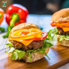 Syn Free Tex Mex Burgers | Slimming World Tex Mex Burger Recipe, Mexican Burger, Burger Mix, Burgers, Low Calorie Sides, Mexican Potatoes, Pinch Of Nom, Slimming World Diet, Clean Eating Plans