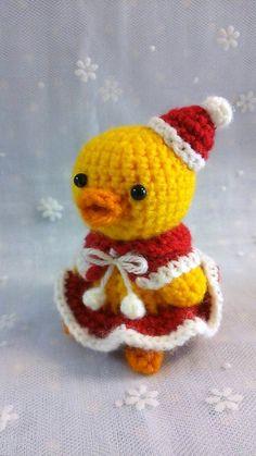 今夜はクリスマスパーティーにぴよこも出席♪サンタクロースみたいな赤い洋服がとっても似合ってるでしょ!?サイズ…帽子~お尻まで約9㎝です。素材&h... ハンドメイド、手作り、手仕事品の通販・販売・購入ならCreema。