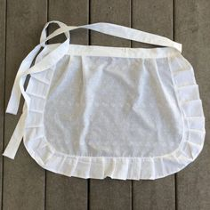 5 White Ruffled Aprons for Cafe, Ready Made Catering Apron, Glitter your own apron, Birthday Bake Party for kids Wedding Favors by blingscarves. Explore more products on http://blingscarves.etsy.com