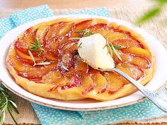 Découvrez étape par étape, la recette de cette tarte tatin d'été aux nectarines et au romarin.