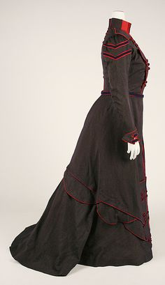 Walking dress Date: Culture: French Medium: wool 1890s Fashion, Edwardian Fashion, Vintage Fashion, Historical Costume, Historical Clothing, Vintage Gowns, Vintage Outfits, Victorian Gown, Period Outfit