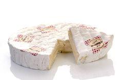 Le Rustique is een witte korst kaas van 1 kg, die geroemd wordt om zijn rijke smaak van echte Camembert. De kaas mag officieel geen Camembert heten, omdat een Camembert kleiner is. De korst is dun ...