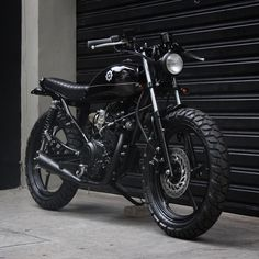 From Beetle - Yamaha I imagine myself riding this with my denim jeans and a pair of redwing heritage boots. Isn't this bike just glorious? Yamaha 125, Motos Yamaha, Scrambler, Suzuki Cafe Racer, Custom Motorcycles, Custom Bikes, Cafe Racer Sitz, Motorcross Bike, Tracker Motorcycle