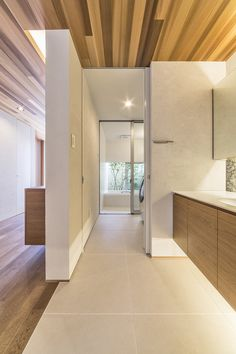 奈良町の家 | WORKS WISE 岐阜の設計事務所 Bathroom Interior, Interior Design Living Room, Japanese Modern House, Sweet Home Design, Barn House Plans, Laundry In Bathroom, Home Deco, House Design, House Styles