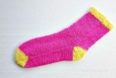 The Easiest Knitted Socks Ever DIY « Diy « Zoom Yummy – Crochet, Food, Photography Crochet Socks, Knitted Slippers, Crochet Food, Knit Socks, Crochet Art, Loom Knitting, Knitting Socks, Two Needle Socks, Socks For Flats