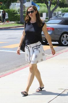 Jennifer Garner's Casual Street Style Child Please, Ben Affleck, Ex Husbands, All Smiles, Jennifer Garner, Casual Street Style, Great Friends, Mini Skirts, Actresses