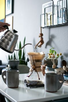 The Importance of Daily Ritual: coffee break, handmade ceramics, Chemex, pour-over coffee Coffee Iv, Pour Over Coffee, Coffee Is Life, Coffee Cafe, Coffee Break, Coffee Shop, Coffee Mugs, Chemex Coffee, Coffee Drinks