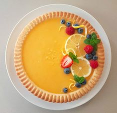 The Perfect Lemon Tart – Miss Elle Desserts To Make, Lemon Desserts, Köstliche Desserts, Lemon Recipes, Tart Recipes, Delicious Desserts, Dessert Recipes, Yummy Food, Food To Make