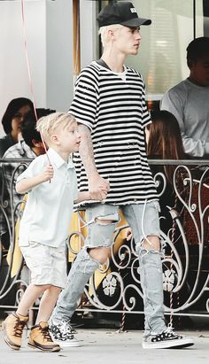 Image in Justin Bieber 🍁 collection by 𝐃𝐚𝐲𝐝𝐫𝐞𝐚𝐦𝐞𝐫𝐱𝐁𝐞𝐥𝐢𝐞𝐯𝐞 Justin Bieber Style, Justin Bieber Pictures, Justin Bieber Fashion, Justin Bieber Outfits, Jaxon Bieber, My Boyfriend, Sleeve Tattoos, Street Wear, Celebs