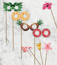 Unleash the power of photo props with these printable and make your tropical party pictures really memorable! Aloha Party, Luau Party, Hawaiian Party Decorations, Birthday Party Decorations, Party Themes, Party Ideas, Flamingo Party, Luau Photo Booths, Hawaiian Photo Booth