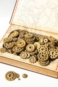 Gear Cookies for your Steampunk Wedding by Andiespecialtysweets.  #wedding