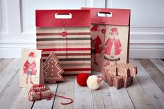 Σακούλες και κουτάκια σε διάφορα μεγέθη είναι έτοιμα να «φιλοξενήσουν» τα φετινά δώρα! Κάνε re-pin αυτή τη φωτογραφία και μπες στην κλήρωση για μία δωροκάρτα ΙΚΕΑ αξίας 50€ και ένα λεύκωμα για τα 10 χρόνια ΙΚΕΑ στην Ελλάδα! Santa Claus Is Coming To Town, Ikea, Fall Winter, Christmas Decorations, Decorating Ideas, Xmas, Gift Wrapping, My Love, Creative