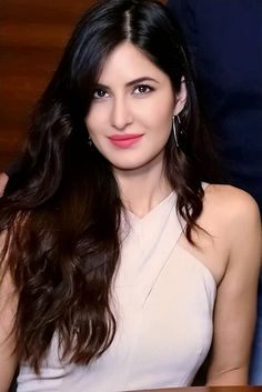 Bollywood& famous actress and dancer Katrina Kaif photo Indian Bollywood Actress, Bollywood Girls, Beautiful Bollywood Actress, Most Beautiful Indian Actress, Beautiful Actresses, Indian Actresses, Katrina Kaif Bikini Photo, Katrina Kaif Hot Pics, Katrina Kaif Images