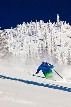 Skiing at Big White in British Columbia #explorecanada