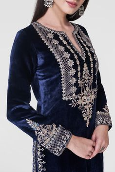 Crafted to perfection and intricately embroidered with our signature craft, Gota Patti, this navy velvet suit is perfect for any royal occasion. The Karuvaki Suit features a slit round neckline and full sleeves. Style Tip: All you need is a st Velvet Suit Design, Velvet Dress Designs, Pakistani Formal Dresses, Pakistani Dress Design, Stylish Dress Designs, Stylish Dresses, Kurta Designs Women, Blouse Designs, Indian Wedding Outfits