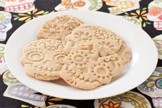 Dia de los Muertos sugar cookies from Recipe Renovator | Gluten-free and vegan