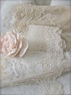 Ideas crochet lace ribbon doilies for 2019 Vintage Crafts, Shabby Vintage, Vintage Lace, Lace Ribbon, Lace Fabric, Crochet Minecraft, Raindrops And Roses, Art Du Fil, Types Of Lace