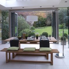 Garden room dining area | Modern dining room ideas  urbilis.com
