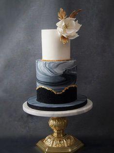 50 States of Wedding Cakes Wedding Cake Bakery, Wedding Cake Flavors, Cool Wedding Cakes, Beautiful Wedding Cakes, Gorgeous Cakes, Pretty Cakes, Black Wedding Cakes, Black And Gold Birthday Cake, Black And Gold Cake
