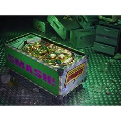 Smash the Hulk with this Cool Pinball Coffee Table Retro Coffee Tables, Coffee Tables For Sale, Retro Furniture, Cool Furniture, Video Game Rooms, Video Games, Smash Glass, Retro Videos, Hulk Smash