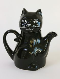 Black Cat Teapot For Four: Giant ceramic cat teapot with a big smiley face to brew up for all the family!