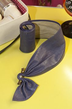 1980 - PIERRE CARDIN, ceinture en cuir coupée en épousant le corps, avec un élément de strass,  collection privée © Solo-Mâtine, photo: Alexey Melnikov