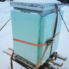 #BEE'S: Preparing your bee hives for winter (Dunway Enterprises) www.dunway.info/bee_keeping/index.html