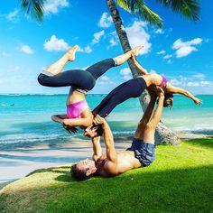 Good balance & very stable!! #aylifestyle #acrolove #acroyoga #acrorevolution #acroyogajapan #acroyogatokyo #アクロヨガ #アクロヨガジャパン #ヨガ #ヨガポーズ #strong #fit #aylifestyle #flexible #change #beautifulmorning #hawaii #beautifulbeach #offthemat #柔軟 #ストレッチ #hawaii #niceview #beachyoga #ビーチヨガ #パートナーヨガ #acrotrio #kahala #kahalabeach #カハラ #カハラビーチ