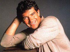 Google-kuvahaun tulos kohteessa http://www.wallpaperpimper.com/wallpaper/Male_Celebrity/Antonio_Banderas/Antonio-Banderas-35-PD5XYO7U2Y-1024x768.jpg