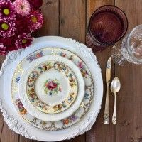 Head Table Vintage China and Glassware done with modern vintage style! @DixiDoesVintage  l Dixie Does Vintage