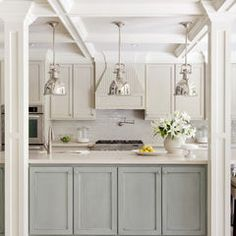Choosing two tone kitchen cabinets makes it possible to endanger on the kitchen style! Two tone kitchen cabinets-- jazzing up residences. House Of Turquoise, Turquoise Kitchen, Turquoise Cabinets, Turquoise Color, Kitchen And Bath, New Kitchen, Kitchen Ideas, Shaker Kitchen, Kitchen Grey