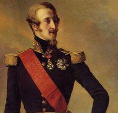 Se embarcó para Inglaterra, donde se instaló con sus padres en Claremont . Su principal objetivo durante su exilio, sobre todo después de la muerte de su padre, era una reconciliación entre las dos ramas de la casa de Borbón , tan indispensable para el restablecimiento de la monarquía francesa en cualquier forma.