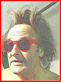 Ein dicker Brummer - Insekten greifen an  Das tägliche Gedicht vom Liederpoet  Dicker Brummer  Gerade summt ein dicker Brummer, dicht an meinem Ohr vorbei und dann im Bogen elegant direkt vor mein Gesicht. Er schaut mich an als wollt er sagen, lass mich frei dann steche ich Dich nicht. Ich öffne ihm das Fenster weit, es schimmert schwarz und gelb ich denke noch das isse… das Tier gerettet, ich ein Held,  es war eine Hornisse  © 2014 Der Liederpoet