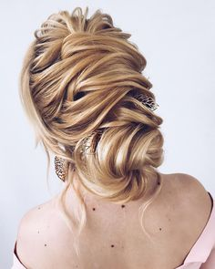 Gorgeous bridal hairstyles ,Wedding hairstyle updo | updo hairstyle #messyupdo #bridalupdo #weddinghairstyle #weddingupdo #chignon #weddinghairstyles #bridehair #upstyle #updohairstyles #weddinghair
