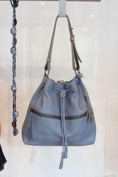 Azzurro #serenity per la #bag da giorno di @henrybeguelin   --- Da #LeABoutique in Via San Damiano 2, a #milano
