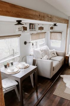 38 Creative RV Camper Storage for Travel Trailers. RV camper storage for traveling has taken throughout time on many forms, camper trailers continues to be one of the methods to hit on the street. Rv Living, Tiny Living, Living Rooms, Mobile Living, Simple Living, Trailers Camping, Rv Camping, Travel Trailers, Camping Hacks