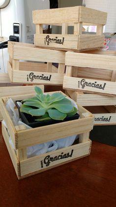 Cajita de madera, tipo huacal con suculenta. $55 pesos, un lindo detalle para regalar en ese evento especial. www.alegrafiestaboutique.com