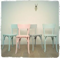 - awesome Chaises Bistrot Vintage Baumann Revisitées … awesome Vintage Baumann Bistro Chairs Revisited More CONTINUE READING - Furniture Repair, Cheap Furniture, Furniture Makeover, Vintage Furniture, Painted Wood Chairs, Painted Furniture, Furniture Design, Interior Exterior, Interior Design