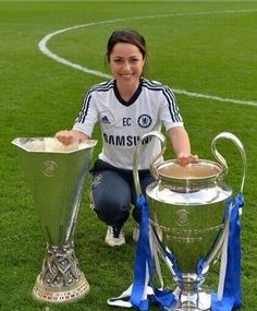 Eva Carneiro is a Gibraltarian sports medicine specialist of British and Spanish parentage who is currently working as the first team doctor at Chelsea. Chelsea Fc Players, Chelsea Fans, Chelsea Girls, Chelsea Football, Parma, Chelsea London, Sport Gymnastics, Barclay Premier League, Fulham