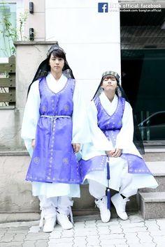 Jin and Kim Taehyung Jung Kook Bts, Bts Jin, Bts Bangtan Boy, Foto Bts, Bts Photo, Jikook, V And Jin, Bts Facebook, About Bts